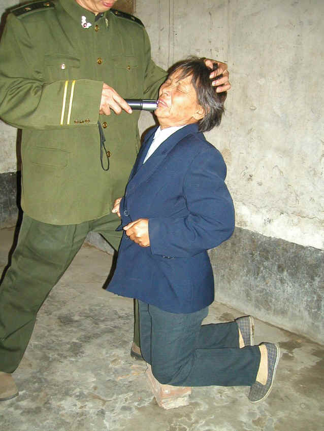 пытки над девушками смотреть фото 18
